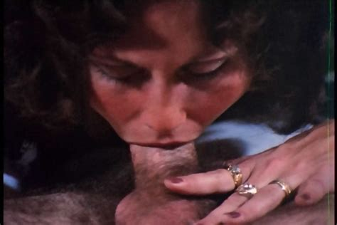 Linda lovelace dog fucker videos and porn movies pornmd jpg 700x467